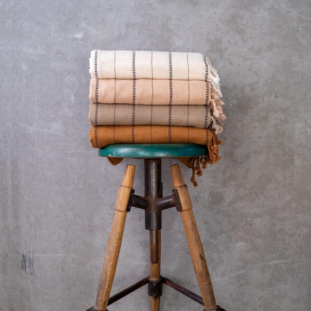 boa-koltuk-sali-bej-siyah02-1200×1600