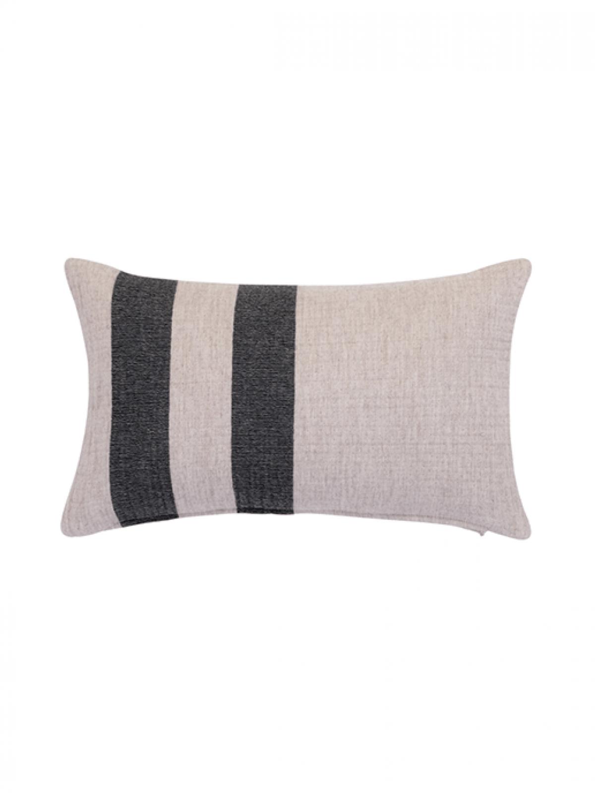 woolcocoon-cushion-ecrublack-1200x1600h
